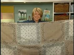 Inspired by a friend's quilt, Martha Stewart sews together 15 bandanas to create a striking tablecloth. Waterproof Outdoor Cushions, Tablecloth Weights, Round Tablecloth, Bandana Crafts, Bandana Ideas, Sewing Crafts, Sewing Projects, Sewing Ideas, Bandana Quilt