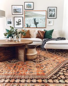 Luxury Home Interior Vintage industrial style decor trends to make a lasting impression in your guests! Home Interior Vintage industrial style decor trends to make a lasting impression in your guests! Boho Living Room, Interior Design Living Room, Living Room Designs, Living Room Decor, Living Room Gallery Wall, White Couch Living Room, Bohemian Living, Dining Room, Living Room Ideas 2019