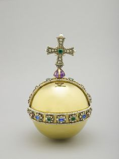 The Sovereign's Orb - part of the Crown Jewels - features hundreds of precious stones and represents God's power on Earth (Royal Collection Trust/© Her Majesty Queen Elizabeth II Royal Crowns, Tiaras And Crowns, Globus Cruciger, Imperial State Crown, British Crown Jewels, The Royal Collection, Accesorios Casual, Royal Jewelry, Vintage Jewellery