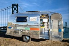 Inspired by the growing popularity of food trucks, San Francisco-based Climb Real Estate Group converted a 1964 Airstream trailer into a stylish mobile office. Vintage Airstream, Vintage Caravans, Vintage Travel Trailers, Vintage Campers, Real Estate Yard Signs, Airstream Caravans, Office Pictures, Real Estate Office, Camping Glamping