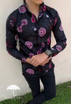 Camisa Negra Slim Fit con Flores Rojas para Hombre Hecha en México por Moon & Rain   Tiendas Platino Up Shirt, Shirt Style, Formal Men Outfit, Men Wear, Mens Fashion, Fashion Outfits, Classic Man, Men Looks, Mens Clothing Styles