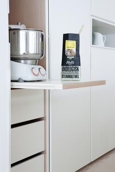 Smart solutions - The cabinets are equipped with electricity so that kitchen/coffee machines can be rolled out for use then simply rolled back in when finished. Kitchen Robot, Kitchen Appliances, Kitchens, Flat Ideas, French Door Refrigerator, Storage Solutions, Cupboard, Small Spaces, Sweet Home