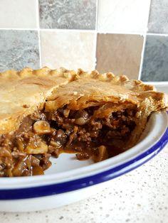 Recipe: Homemade Minced Beef and Mushroom Pie - Eat Explore Etc - Beef Recipes Minced Beef Recipes Easy, Minced Beef Pie, Minced Meat Recipe, Corned Beef Recipes, Meat Recipes, Cooking Recipes, Recipes For Mince, Beef And Mushroom Pie, Mushroom Recipe
