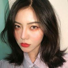 หั่นสั้นให้ได้ลุคชิค กับ ผมยาวประบ่า สไตล์ผู้หญิงเท่ผสมเปรี้ยว สวยเฉียบ ชิคกว่าใคร Cute Korean Boys, Korean Girl, Beautiful Asian Girls, Pretty Girls, Waist Length Hair, Uzzlang Girl, Asian Makeup, Japan Girl, Girl Poses