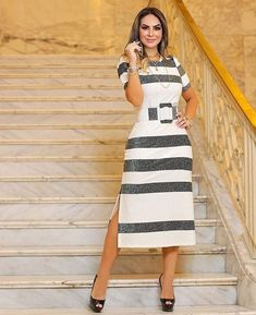 Image may contain: 1 person, standing and stripes Girly Outfits, Classy Outfits, Dress Outfits, Casual Dresses, Fashion Dresses, Summer Dresses, Girl Fashion, Fashion Looks, Womens Fashion