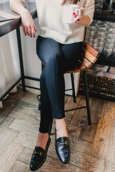 7 Awesome Business Casual Work Staples, According To Readers - Three of my personal favorite office-worthy staples: Gucci loafers (Sam Edelman has amazing budget- - Casual Chic, Work Casual, Classy Chic, Smart Casual, Casual Work Clothes, Casual Office Shoes, Office Chic, Mocassins Cuir, Flats Outfit