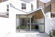 A view of the extension in context (De Forrester Architects)