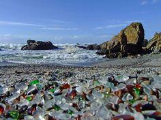Glass Beach, la playa de los cristales.
