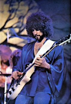 Lindsey Buckingham of Fleetwood Mac I believe this was a still from their performance on The Midnight Special 🌙 Buckingham Nicks, Lindsey Buckingham, Band Pictures, Music Pictures, Music Love, Music Is Life, The Midnight Special, Classic Rock And Roll, Stevie Nicks Fleetwood Mac