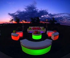 Glowing Lounge Furniture - outside at Twilight - go with a cool blue or purple color? Outside Furniture, Led Furniture, Lounge Furniture, Las Vegas Party, Neon Party, Sweet Sixteen Parties, Backyard Paradise, Beer Garden, Kids Events