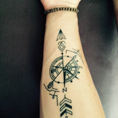 Kompas Tiny Skull Tattoos, Wörter Tattoos, Arrow Tattoos, Word Tattoos, Cute Tattoos, Body Art Tattoos, Sleeve Tattoos, Tattoos For Guys, Inner Forearm Tattoo