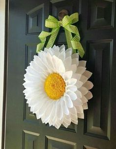 White Daisy Door Hanger by BlueKoalaCrafts on Etsy 60 favorite spring wreaths for front door design ideas and decor 48 If you're ready to kick winter to the curb and start looking for the perfect spring wreath for your front door, I've searched high a Wreath Crafts, Diy Wreath, Flower Crafts, Paper Crafts, Wreath Ideas, Paper Art, Burlap Flowers, Diy Flowers, Paper Flowers