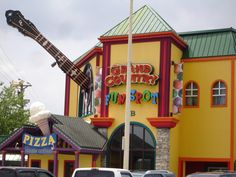 Grand Country Fun Spot for Arcades, Indoor Mini Golf, Pizza Buffet and Much More at Branson, MO