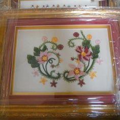 İğne Oyası Tepsi Modelleri 12 Cross Stitch Flowers, Tray, Desserts, Model, Food, Home Decor, Tailgate Desserts, Deserts, Decoration Home