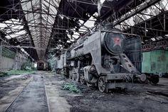 Abandoned MAV 424 Steam Train Hungary [1500 x 1000]