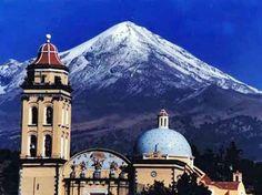 El volcan Pico de Orizaba, visto desde Ciudad Serdan. Puebla México