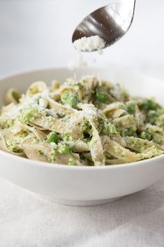Learn how to make delicious Tagliatelle with Creamy Broccoli & Peas straight from the experts at Jovial Foods. Gnocchi Recipes, Easy Pasta Recipes, Pea Recipes, Cooking Recipes, Brown Rice Pasta, Homemade Pasta, Nutritious Meals, Broccoli, Clean Eating