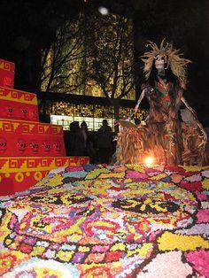 Ofrenda que la UNAM hace en honor de La LLorona,el Dia de Muertos
