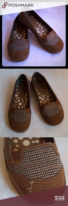 "🌺DISC SHIP🌺 Mudd Brown Plaid Houndstooth Flats Plaid is a hot trend this year! Mudd brown  houndstooth plaid sneaker type flats. Rounded toe. Style is ""JAMAN"".  These are perfect for fall.   Very good used condition. Smoke free and pet free home.   Check out my other listings - 100's of 👠shoes👠, 👢boots👢and 👜bags👜. Bundle 2 or more and save money!💲💵💲 Mudd Shoes Flats & Loafers"