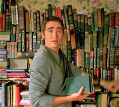Oh my goodness, this is literally perfect. I want him. A man with books is just awesome 😆
