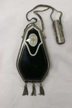 """Art deco lady's sterling compact (3.7""""x2.2""""x0.5"""") w/ front onyx and enamel decoration, wt. 106gm. (hva)"""