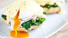 """Vejce Benedikt setradičně připravují poměrně složitě, včetně omáčky připravované vpáře. Myjsme zvolili verzi """"prolenochy"""" – spomůckou navaření ztracených vajec asnadnou holandskou omáčkou sevámtotiž vždycky povedou! Eggs, Breakfast, Food, Morning Coffee, Essen, Egg, Meals, Yemek, Egg As Food"""