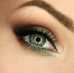 "Wiktoria Gajewska ""Fortune Favors the Brave"" palette Makeup Revolution"