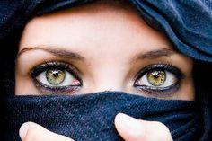 Los lunares y la fuerza en estos ojos