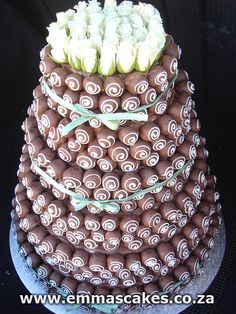 Wedding cake photo by: Cape Town Guy Chocoholics Unite! Not only is this a chocolate wedding cake, but it's covered not in icing, not in fondant, but in truffles! Donut Wedding Cake, Wedding Cake Pops, Wedding Donuts, Amazing Wedding Cakes, Unique Wedding Cakes, Amazing Cakes, Cake Truffles, Cupcakes, Chocolate Truffles