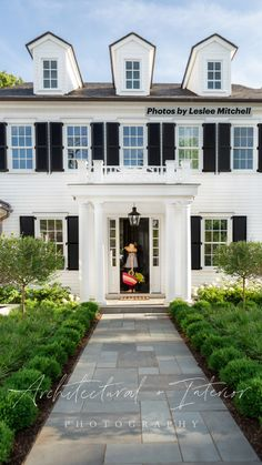 Architectural & Interior Design Photography by Leslee Mitchell lesleemitchell.com Colonial House Exteriors, Colonial Exterior, Dream House Exterior, House Exterior Design, Shingle Style Architecture, Clapboard Siding, Front Walkway, Front Porch, Villa