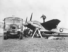 de Havilland Mosquito B Mk.IV of 105 Squadron being prepared for Operation Oyster a raid on the Philips electrical works at Eindhoven on 5 December 1942 Navy Aircraft, Ww2 Aircraft, Military Aircraft, Eindhoven, De Havilland Mosquito, Norfolk, Air Force Bomber, Ww2 Planes, Vintage Airplanes