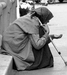 Hoy la pobreza no es un hecho inevitable, considerada desde el punto de vista social. Por primera vez en la historia de la humanidad, disponemos de tecnología y de recursos suficientes para que nadie sea excluído de los medios de vida básicos, considerados como mínimos dentro de la propia sociedad. El problema en la actualidad no es de medios, sino de objetivos: querer o no querer. Los principales obstáculos para erradicar la pobreza ya no son técnicos, sino políticos y ópticos. Por lo…