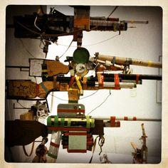 les fusils contre la misère Art Brut, Fantasy Weapons, Outsider Art, Wine Rack, The Outsiders, Home Decor, Decoration Home, Room Decor, Wine Racks