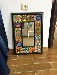 Mirror Painting, Ceramic Painting, Painting On Wood, Ceramic Art, Mirror Crafts, Diy Mirror, Mirror Mosaic, Mosaic Art, Funky Painted Furniture