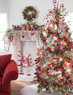 red and white christmas themes Pretty Christmas Trees, Noel Christmas, Little Christmas, Beautiful Christmas, Christmas Themes, Winter Christmas, All Things Christmas, Christmas Tree Decorations, Holiday Decor