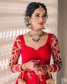 Indian Bridal Photos, Indian Bridal Outfits, Indian Bridal Fashion, Indian Designer Outfits, Bridal Dresses, Dress Indian Style, Indian Dresses, Indian Wedding Makeup, Indian Eye Makeup