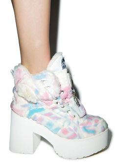 Maria ke Fisherman X Buffalo Platform Cotton Candy Fur Boots Maria ke Fisherman X Buffalo Platform Cotton Candy Fur Boots is perfect for all you candy coated pastel princess. These super limited collab boots feature a pastel furry lining on the interior, and in between the iconic cutouts around the outer construction. Check out the multi-layer laced front, with a convenient easy access front zipper, with the MKF logo rockin' out on the tongue. With a 4 inch heel and 1.5 inch platform to get…