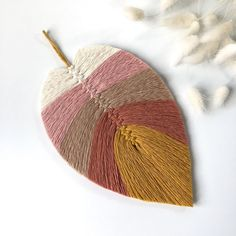 279 Likes, 9 Comments - Fuzzy Detail Diy Home Crafts, Garden Crafts, Sewing Crafts, Arts And Crafts, Macrame Wall Hanging Diy, Diy Tassel, Feather Design, Macrame Tutorial, Macrame Patterns