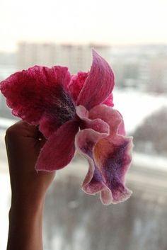 ru / Photo # 180 - a beautiful felted orchid Cloth Flowers, Felt Flowers, Fabric Flowers, Needle Felted Animals, Felt Animals, Nuno Felting, Needle Felting, Felt Purse, Felt Decorations
