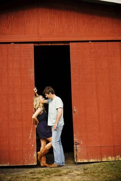 Country Engagement Photos Good scenery for a photo. No barn? Look around your home/city for some other large doors. It might surprise you what you'd find. Couple Photography, Engagement Photography, Photography Poses, Photography Gallery, Cute Couple Pictures, Cute Photos, Barn Pictures, Couple Pics, Large Photos