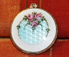 VINTAGE WHITE WITH FLORAL PATTERN GUILLOCHE COMPACT PENDANT