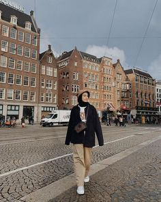 Modest Fashion Hijab, Modern Hijab Fashion, Street Hijab Fashion, Hijab Style, Casual Hijab Outfit, Korean Girl Fashion, Hijab Fashion Inspiration, Muslim Fashion, Look Fashion