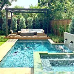 La imagen puede contener: piscina y exterior Kid Friendly Backyard, Spa Weekend, Pool Water Features, Pool Remodel, Luxury Pools, Custom Pools, Pool Builders, Pool Landscaping, Pool Designs