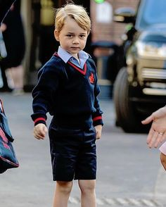 Prince George of Cambridge arrives for his first day of school at Thomas's Battersea on September 7, 2017 in London, England. . Baby George is growing up!♡ . #princegeorge #princewilliam #dukeofcambridge via ✨ @padgram ✨(http://dl.padgram.com)