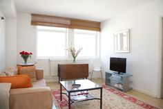 Comfy with a casual elegance 1 bedroom flat near Fulham Road 1 Bedroom Flat, Air Bnb, Fulham, Comfy Casual, Casual Elegance, Flats, Elegant, Home, Loafers & Slip Ons