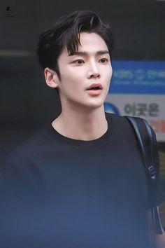 He has that thing called passion Korean Men, Korean Actors, Chani Sf9, Fnc Entertainment, Cha Eun Woo, Kdrama Actors, Fine Men, Korean Drama, My Idol