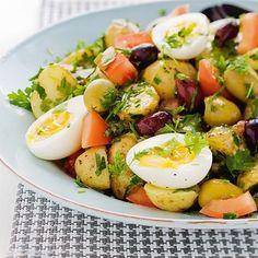 Bild på Örtig sallad på potatis och ägg