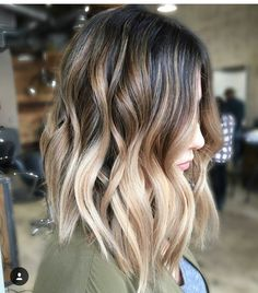 《Monday Inspo》 So inspired by this color on a rainy Monday morning. Color by the fabulous @raylorojohair I want this on my head asap ❤