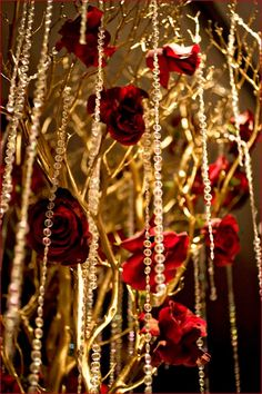 red roses and gold branches ❤