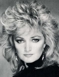 Bonnie Tyler sings TOTAL ECLIPSE OF THE HEART. @AmandaMourad